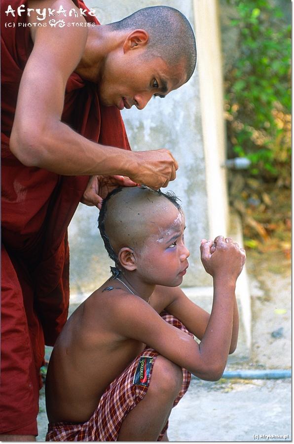 Golenie włosów to oznacza wyrzeczenie się świeckiego życia.