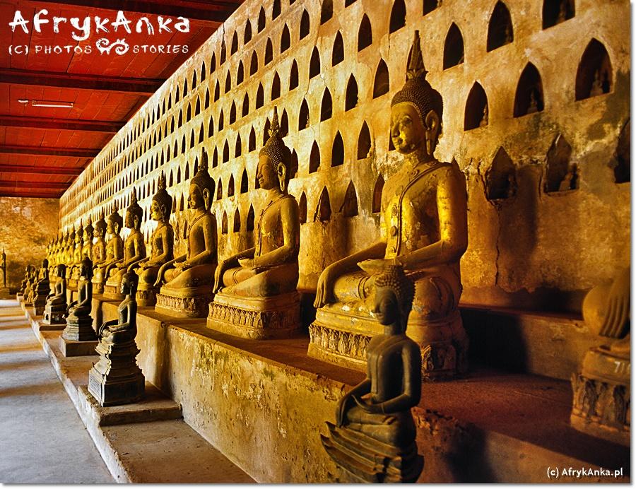 Buddyzm jest główną religią kraju.