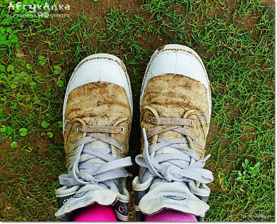 Buty Palladium po spacerze w PN Mburo. Pranie było konieczne!