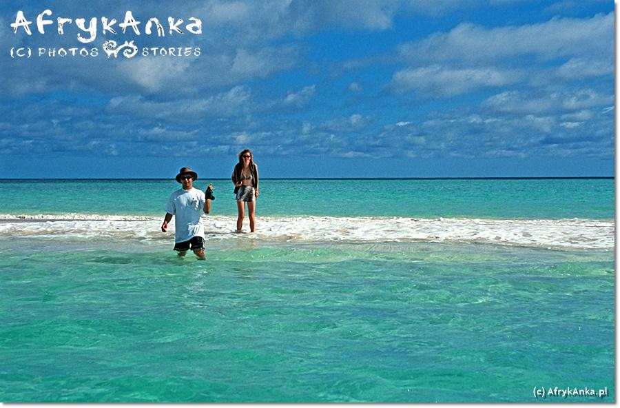 Praca na katamaranie nie zawsze pozwalała zejść na rajskie plaże...