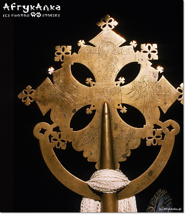 Etiopskie krzyże czasem mają misterne zdobienia.