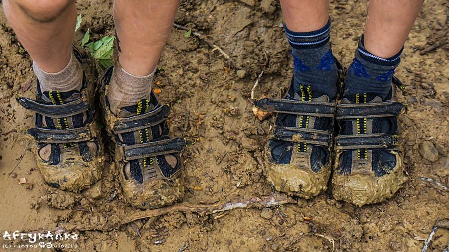 Nic dziwnego, że nóżki (i buty!) są mokre!
