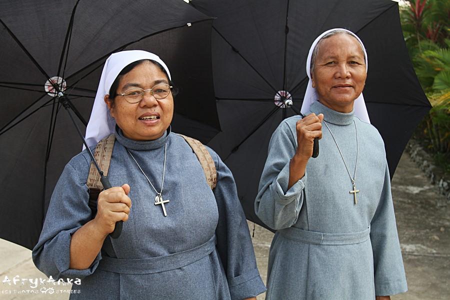 Te zakonnice z Laosu miały pełne ręce roboty, prowadząc szkołę dla głuchoniemych dzieci. Emerytura im nie grozi.