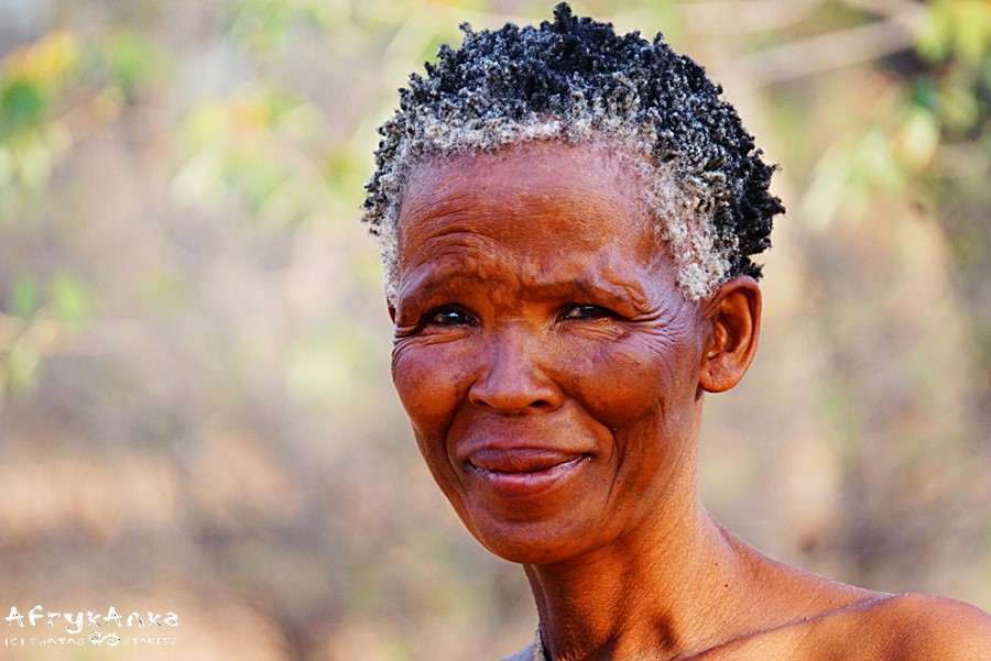 Siwe włosy - piękne potwierdzenie długiego życia.