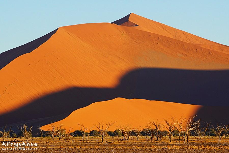 Namib - Dolina Sossusvlei o wschodzie.