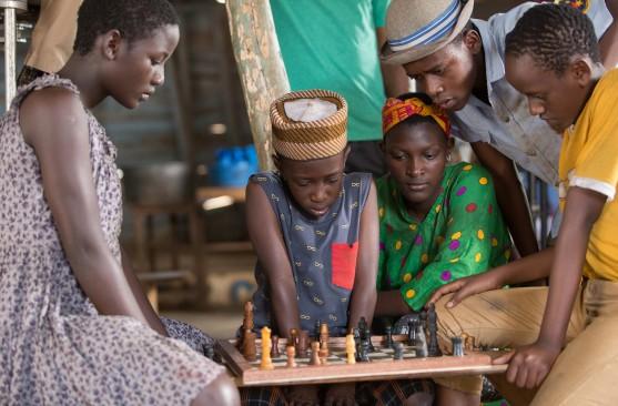 Sceny do filmu nakręcono w Katwe (Kampala, Uganda) oraz Johannesburgu (RPA)