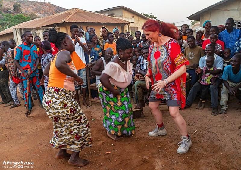 Tańcząc w Beninie. (Fot. B. Tabak)