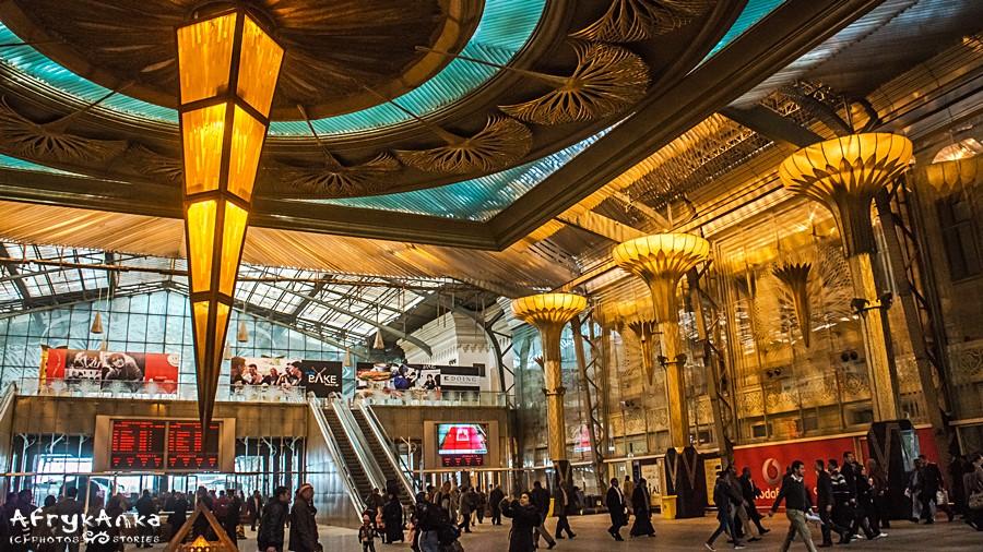 Dworzec kolejowy w Kairze.