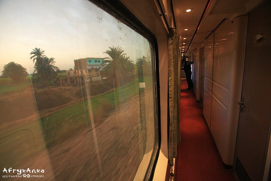 W naszym pociągu szyby były całe. I nie dawały się otworzyć!
