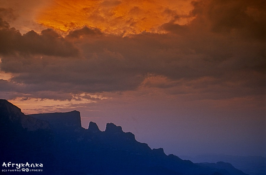 Góry Siemen - baśniowy krajobraz o zachodzie słońca.