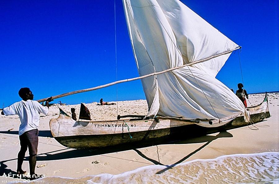 Przygotowanie łodzi do rejsu.