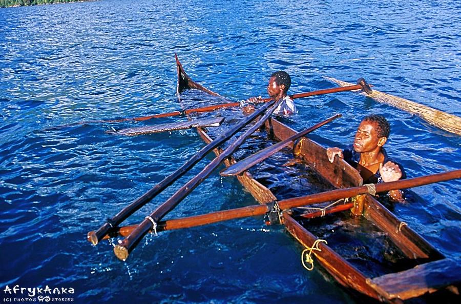 Drewniane łodzie są praktycznie niezatapialne.