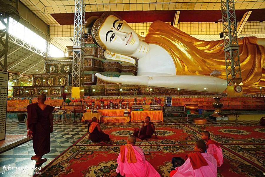 Budda odpoczywający - posąg w Bago.