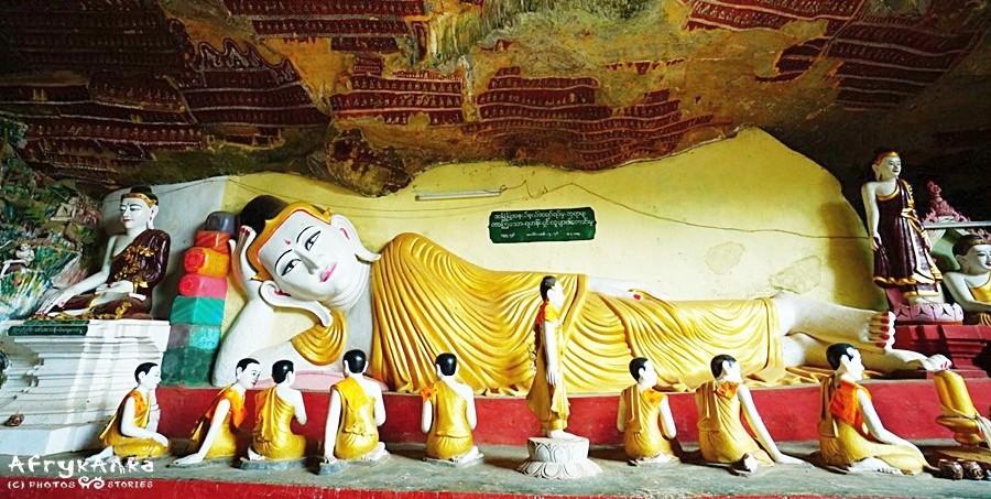 Budda otoczony uczniami - jaskinia Kaw Kun.
