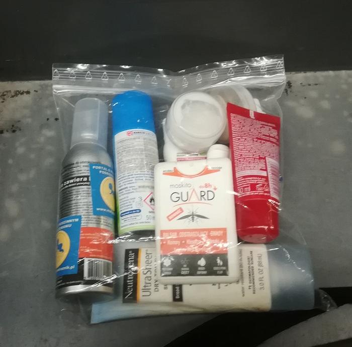 Kosmetyki w kontroli na lotnisku.