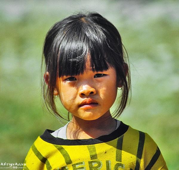 Portret małej Laotanki.