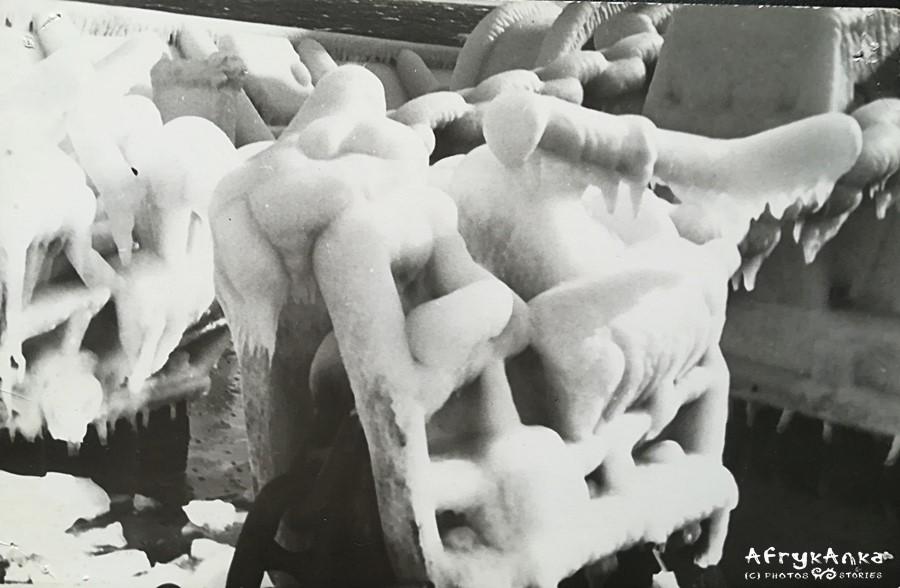 Czasem w grudniu statki były skute lodem...