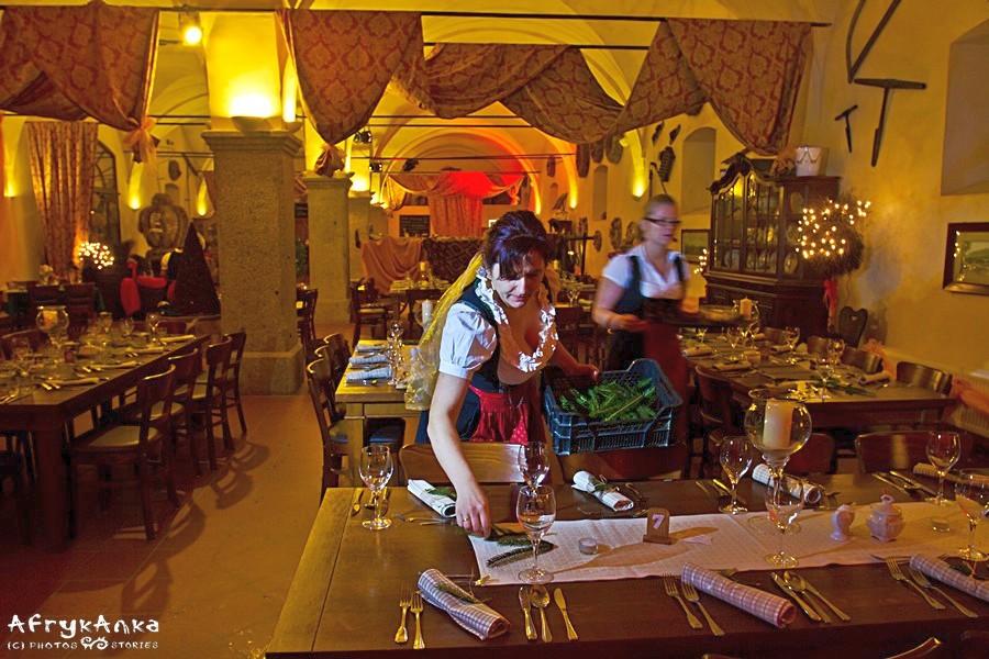 Wnętrze restauracji w Łomnicy.