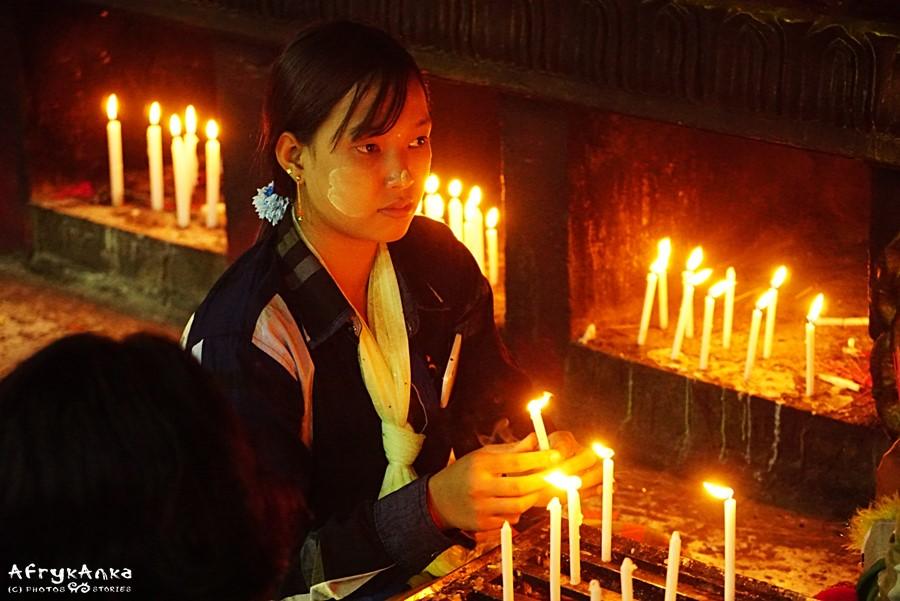 Każda świeczuszka to osobna modlitwa.