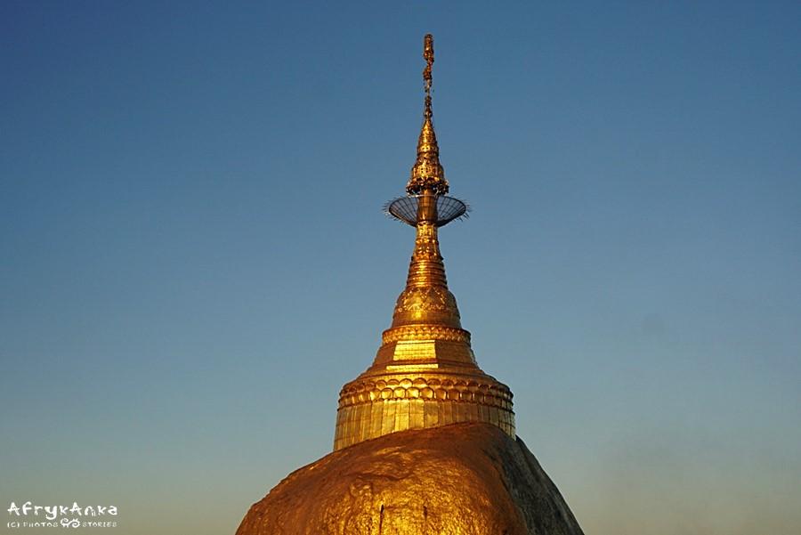 Stupa na szczycie Kyaiktyio.