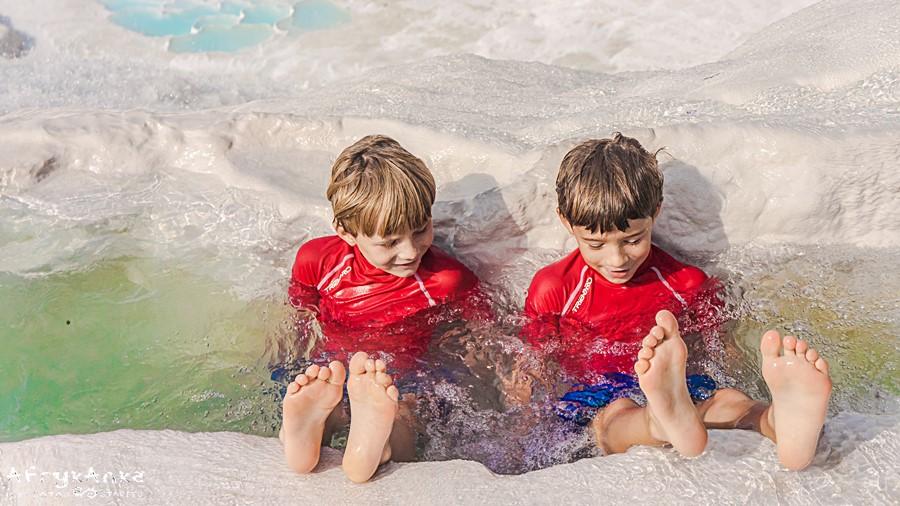 Radość z kąpieli w ciepłej wodzie.
