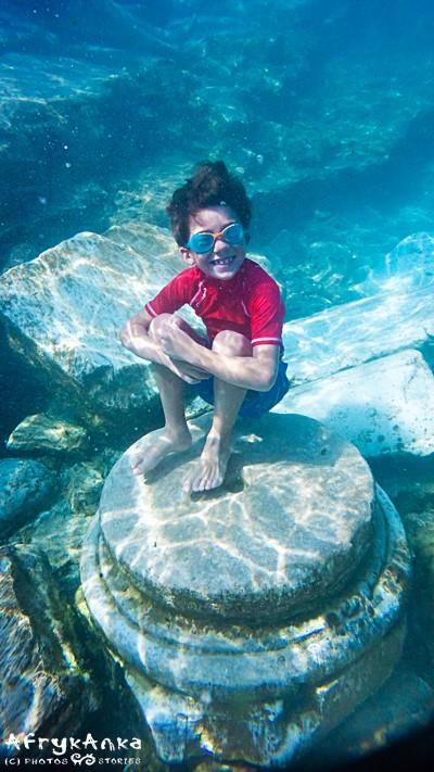 Podwodny archeolog w Ancient Pool.
