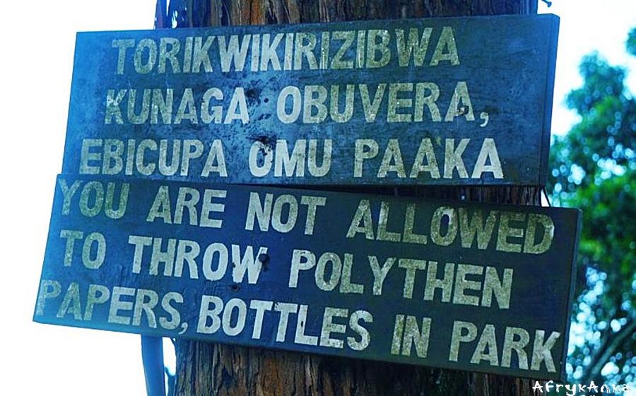 Informacja przy wjeździe do PN Bwindi.