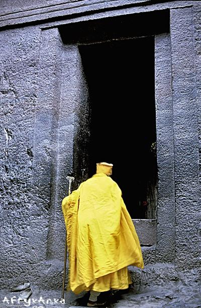 Wejście do skalnego kościoła.