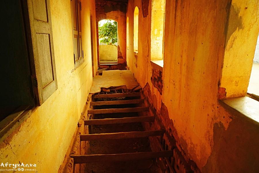 Piwnice z niewolnikami były także pod werandą.