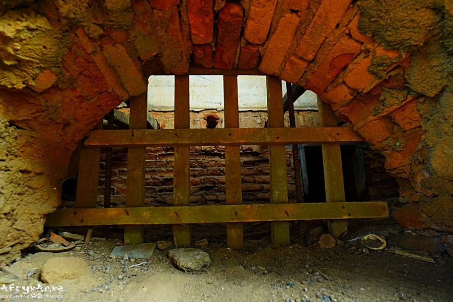Dom niewolników - wejście do piwnic.
