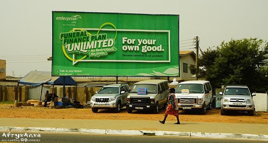 Reklama ubezpieczenia: nielimitowany plan pogrzebowy. Dla twego dobra!