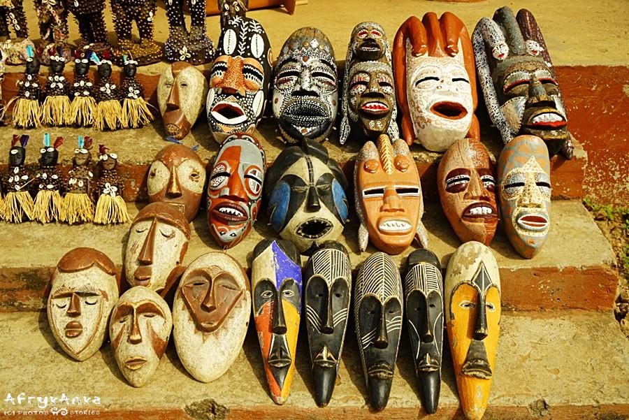 Są tu też maski z połowy Afryki!