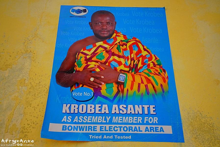 Tradycja na politycznym plakacie.