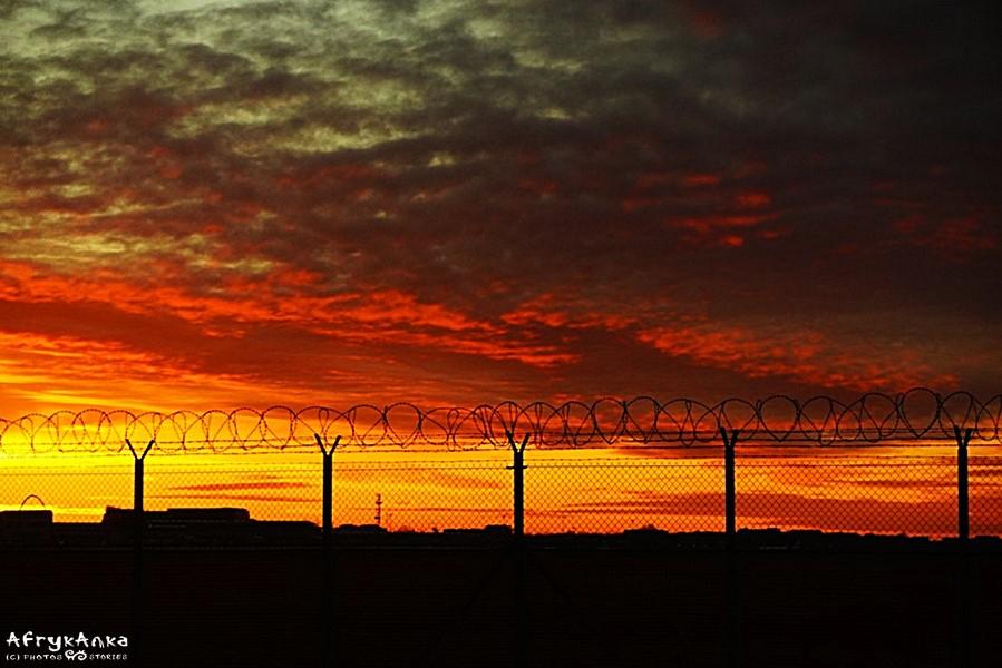 Jak będzie wyglądać teraz nasz świat? Wschód słońca nad Okęciem.