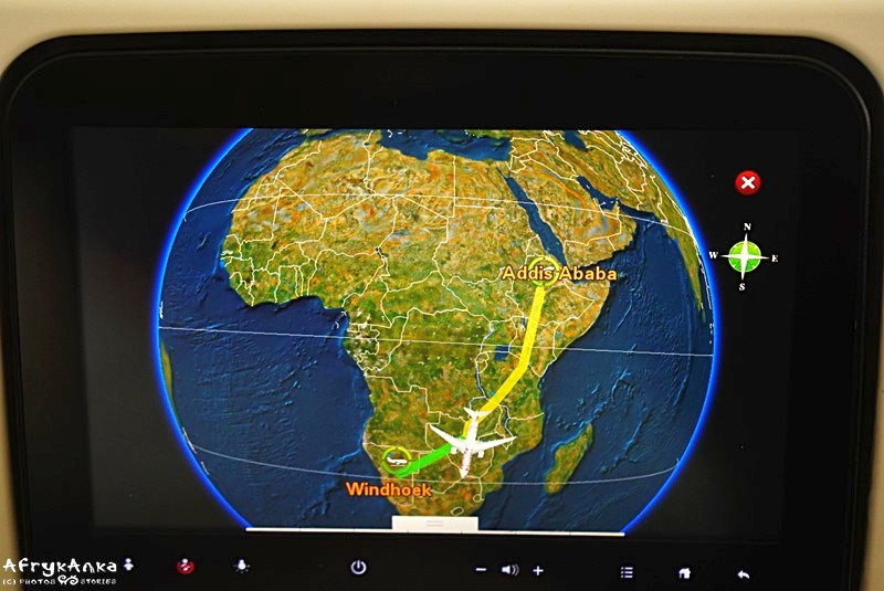 Mapa lotu samolotu nad Afryką.