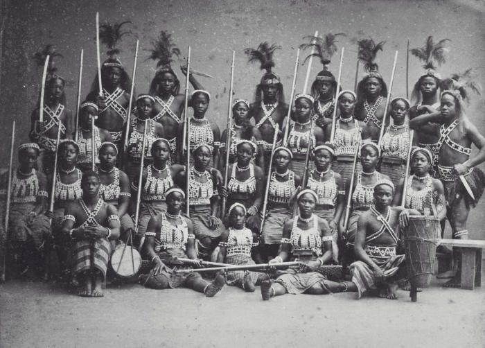 Amazonki z Dahomeju - portret grupowy podczas wizyty w Paryżu.