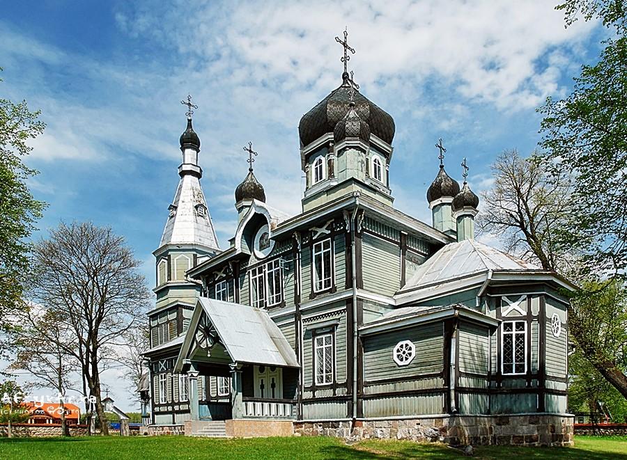 Cerkiew w Puchłach jest wręcz monumentalna.