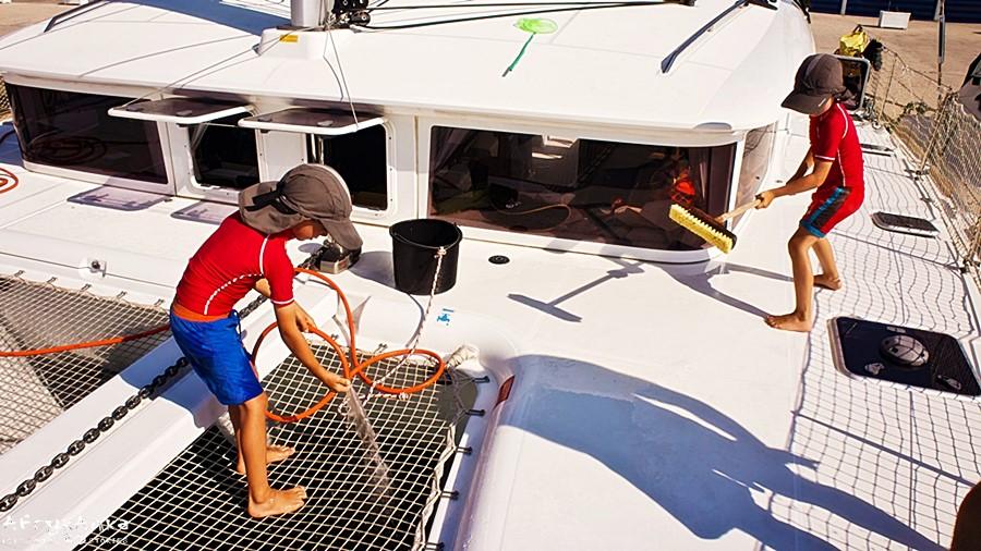 Życie na łodzi uczy obowiązków!