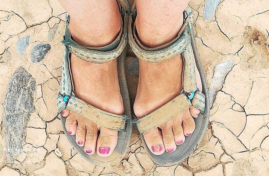 Sandały Teva: gdy są gliniaste podłoża - przyda się but z podeszwą.