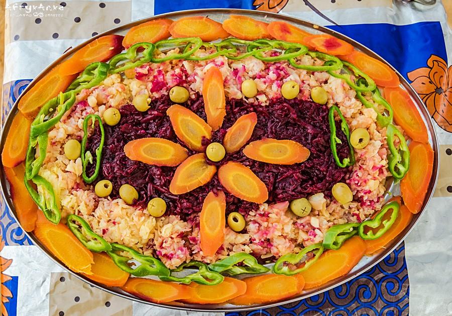 Kulinarne dzieło sztuki: sałatka na Saharze.