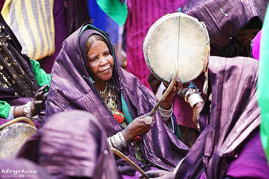 Kobiety tworzą muzyczną oprawę.