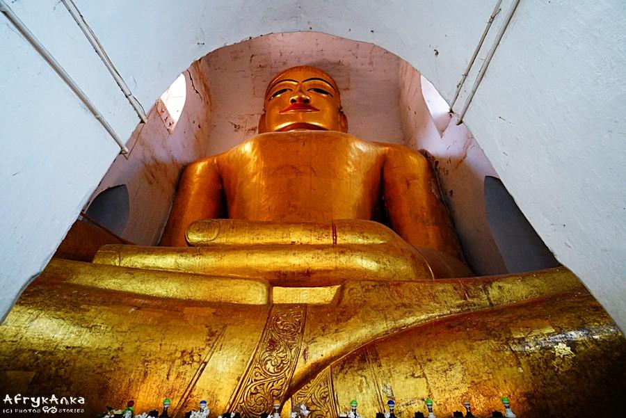 Posąg Buddy w Manhua Paya.