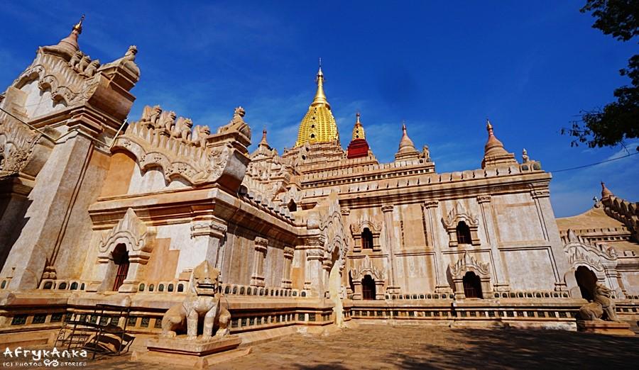Dziedziniec świątyni Ananda.