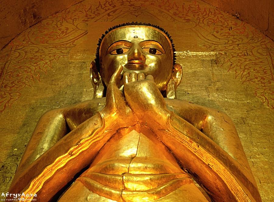Posąg Buddy z bliska.