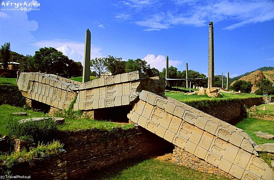 Nie wszystkie obeliski przetrwały nienaruszone...