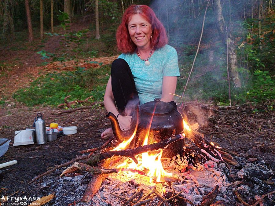 Uwielbiam te wieczory przy ognisku!