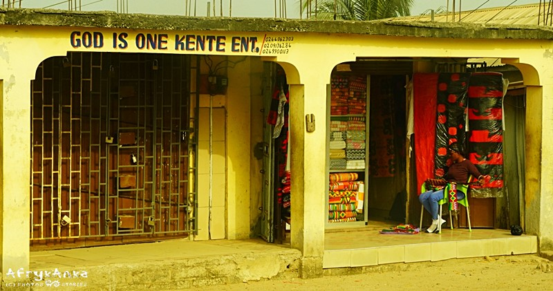 Tkalnia kente - Bóg jest jeden.