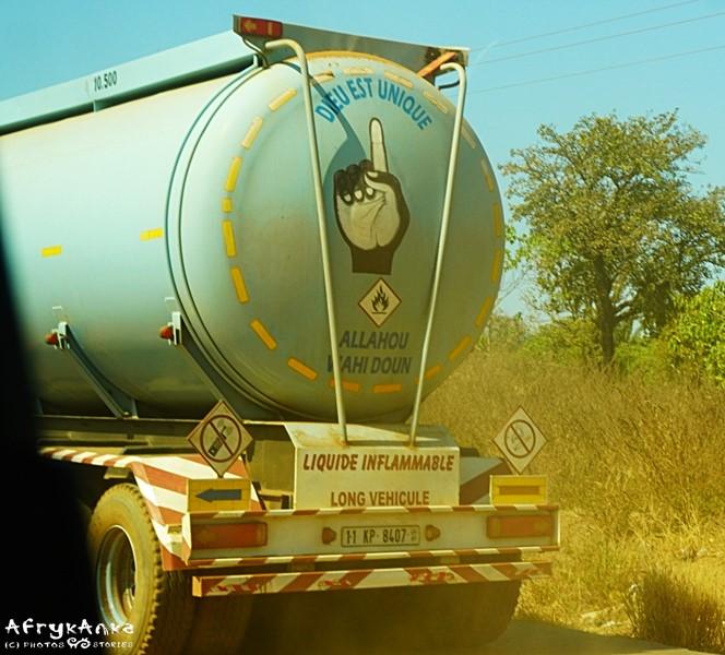 Ciężarówka z bożą asekuracją.