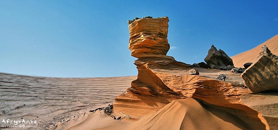 Krajobrazy Sahary bywają nieziemskie.