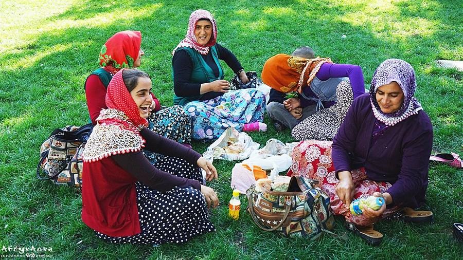 Panie akurat herbaty nie zabrały na rodzinny piknik :D